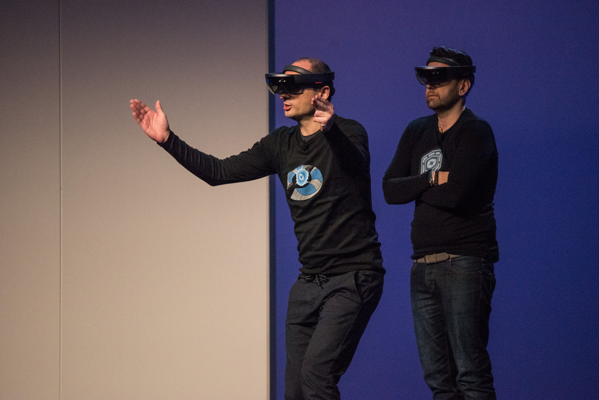 Microsoft Hololens action at perform main stage